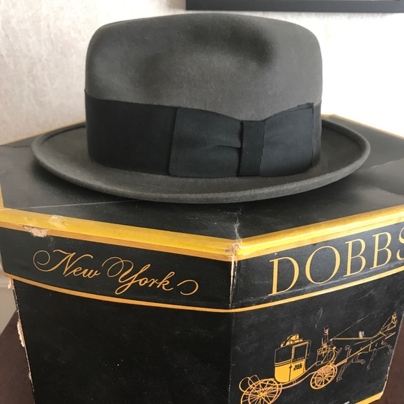 037f4d08d4991 Vintage Dobbs Fifth Avenue Fedora Hat. M 5aadc83cd39ca2d182043a64